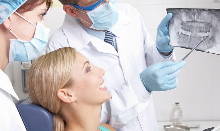Indicații după extracții dentare, extracții chirurgicale, rezecții apicale, implanturi dentare